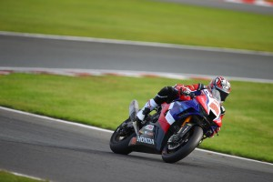 Strong start for Irwin and Neave at Oulton Park