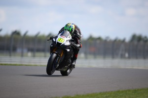 Dominant debut for the new Fireblade at Donington Park
